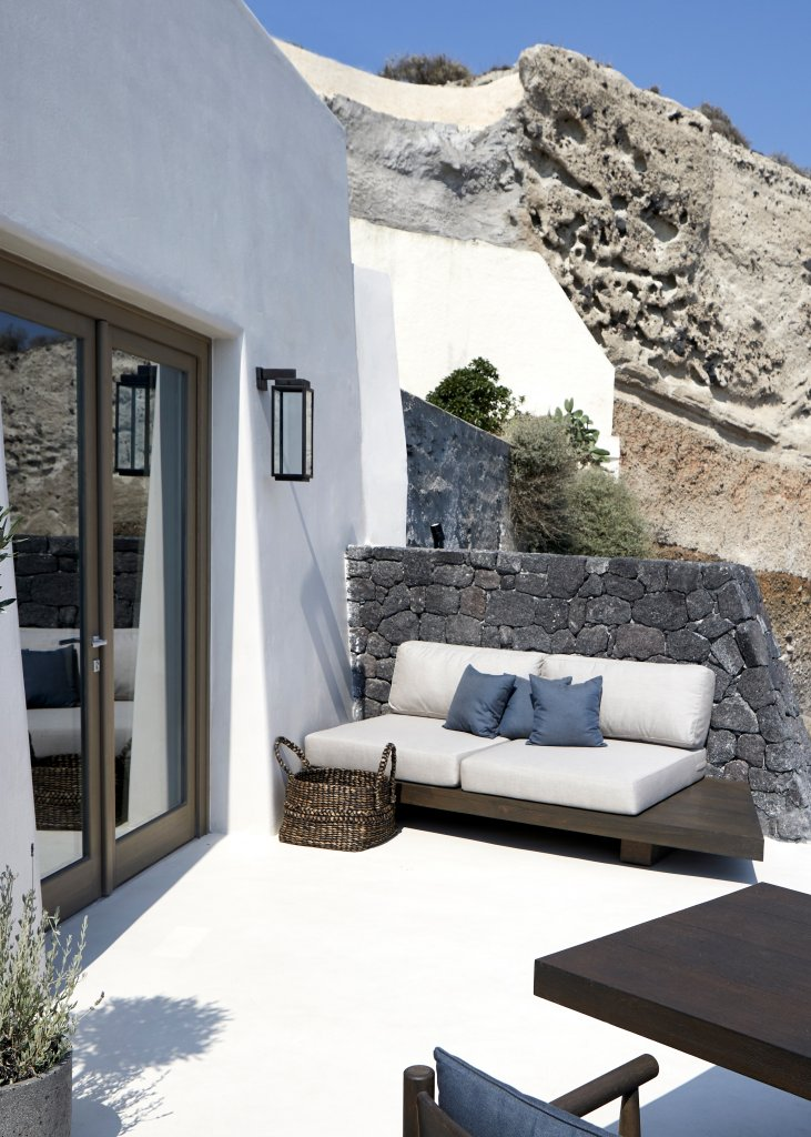 Make Yourself at Home : Review of Vora, Santorini